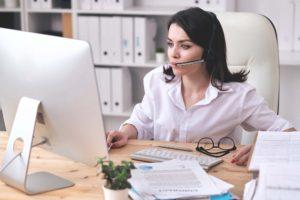 customer-service-operator-at-work